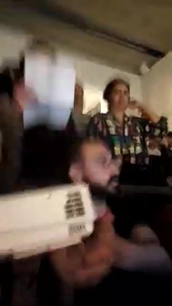 mirror fb NewUva livestream MIC checked vz UvA Geert van Dam Room4Discussion - Today UvA students and staff disrupted... De Nieuwe Universiteit voor een democratische universiteit